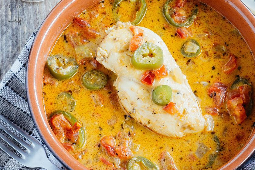 Pollo en salsa de tomate y chiles jalapeños: receta