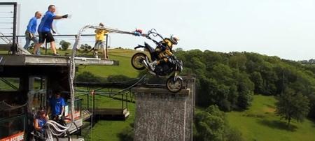 ¿Se puede hacer puenting sin bajarte de la moto?