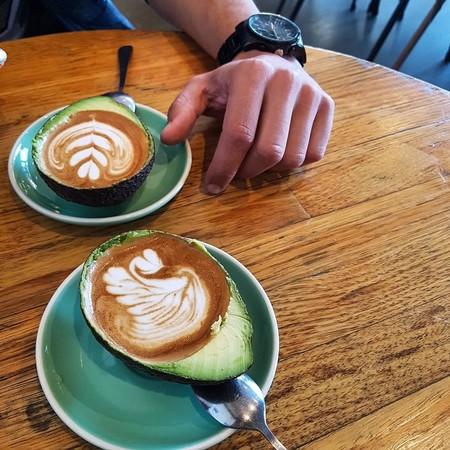 Avolattes, la historia de los lattes dentro de aguacates