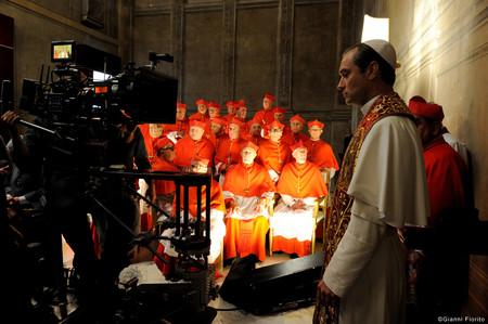 """""""Es sobre un hombre que es Papa"""", así ve Jude Law 'The young Pope'"""