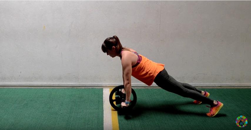 La rueda abdominal o power-wheel: uno de los implementos que consigue una mayor activación de la musculatura...