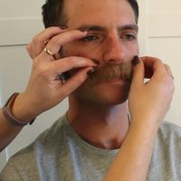 ¿Eres imberbe? No te preocupes: el negocio de las barbas postizas ha llegado para solucionarlo