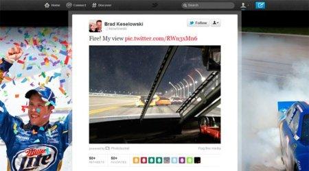 Un piloto de la NASCAR twittea una foto tomada desde su coche en plena carrera