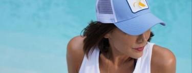 Menos es más: Tamara Falcó triunfa con un short vaquero, una camiseta blanca y una gorra que aporta el toque deportivo al look