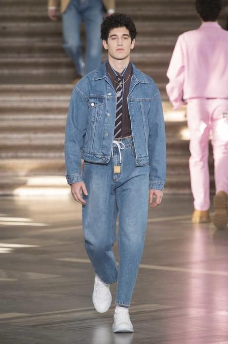 Los Dad Jeans Son La Nueva Forma En La Que El Denim Se Llevara En Otono De Acuerdo A Las Pasarelas 07