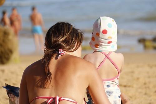 Tu hijo no recordará cómo te queda el bikini: los mensajes que envías sobre tu cuerpo también le influyen