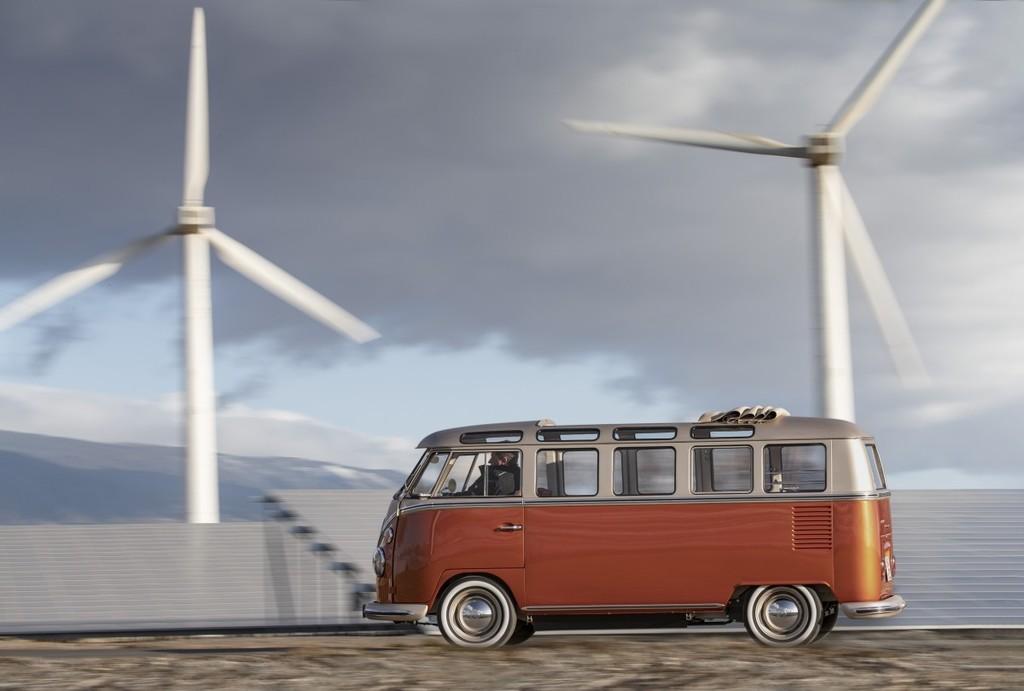 La icónica Volkswagen T1 Samba Bus vuelve en formato eléctrico: la nueva e-BULLI corre más y aguanta 200 kilómetros por carga