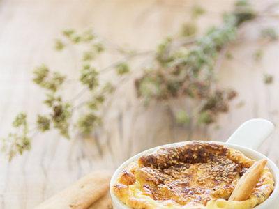 Media decena de dips de queso para triunfar en el picoteo del finde