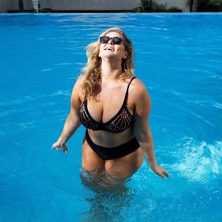 La mejor prueba de que los bañadores de Ashley Graham son para todos los cuerpos son las fans de la firma de todas las tallas