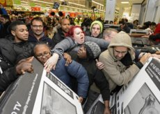 La lucha por las gangas: así se vivió la locura del Black Friday