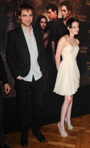 Kristen Stewart, el estilo de una vampiresa de Crepúsculo: ¿estilo de calle o sobre la alfombra roja?, vestido blanco