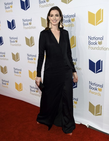 national book awards look estilismo outfit alfombra roja anne hathaway