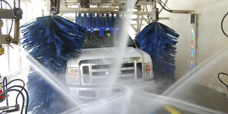 Inventan un revestimiento para vehículos que se regenera e impide que se ensucie