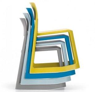 La silla Tip Ton de Vitra: ergonómica, reciclable, apilable, alegre y colorista
