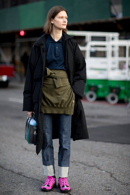 New York Fall 2018 Street Style Navy Polo Cuffed Jeans Khaki Jacket Black Coat Pink Sneakerscollage