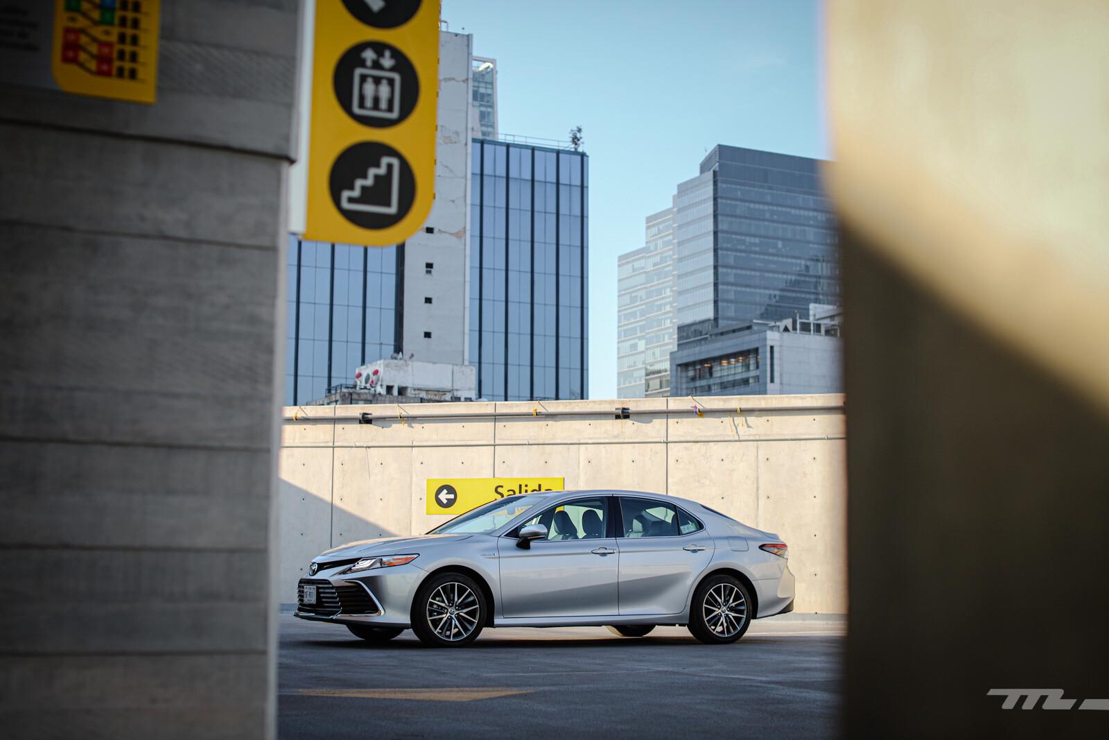 Foto de Toyota Camry Hybrid 2021 (11/38)
