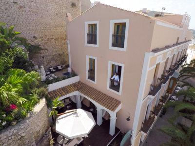El hotel más exclusivo (y discreto) de Ibiza se encuentra en su casco antiguo
