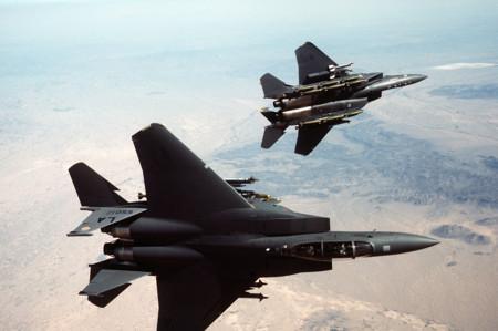 3eb46e5cf59 Por qué los cielos están llenos de aviones militares de más de 40 años