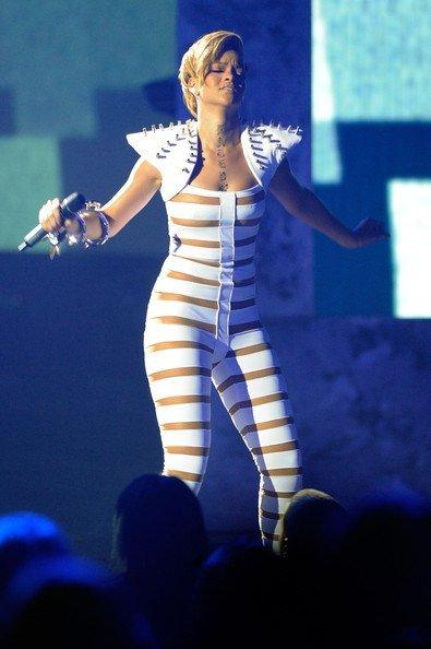 El estilo de Lady GaGa contra el Rihanna: ¿quién es más espectacular en los conciertos? II
