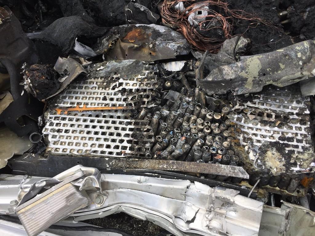 Tesla Model X Accidente Fatal 4