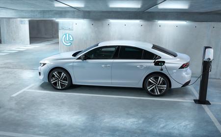 Peugeot 508 HYBRID: hasta 54 km de autonomía y dos carrocerías desde 44.550 euros en Francia