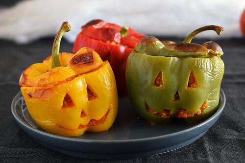 Pimientos monstruosos rellenos de quinoa y pisto: receta saludable y divertida para Halloween