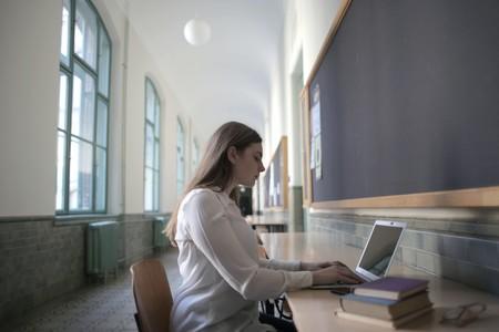Qué portátil comprar para estudiar: guía de compra fácil para elegir ordenador por carreras y presupuesto