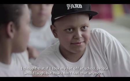 La campaña para que los niños enfermos de cáncer no se avergüencen por afeitarse la cabeza