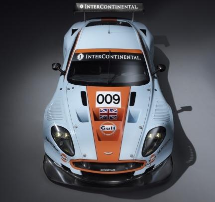 Aston Martin DBR9s con los colores de Gulf, combinación perfecta