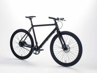 Aunque por fuera tiene un diseño tradicional, esta bicicleta es eléctrica y conectada por dentro