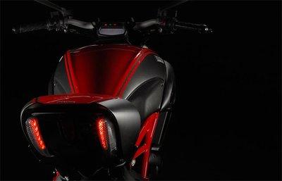 Novedades Ducati para 2011, la Ducati Diavel de estandarte