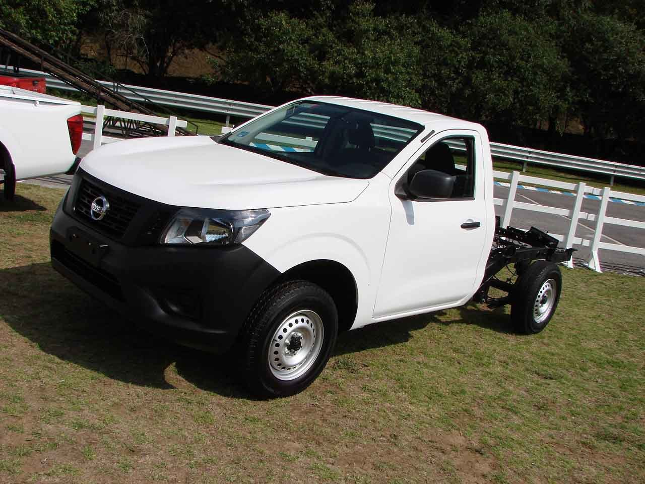 nissan np300 frontier di sel 4x4 prueba m xico 10 31. Black Bedroom Furniture Sets. Home Design Ideas