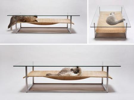 Mesa de café y tumbona para el gato