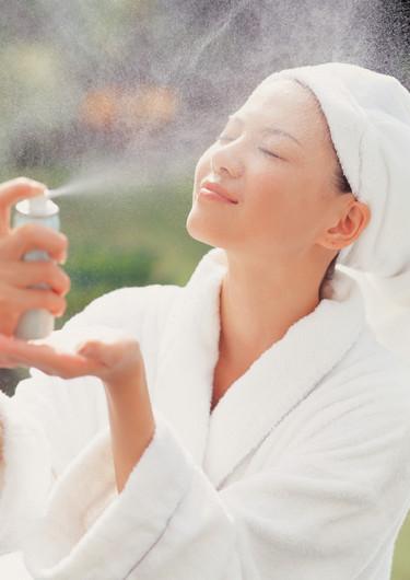 Mists: sprays de agua repletos de activos para hidratarnos y protegernos la piel de los rayos UV