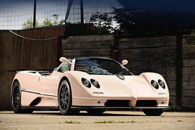 A subasta un Pagani Zonda C12 7.3 de color rosa. ¿Alguien da más?