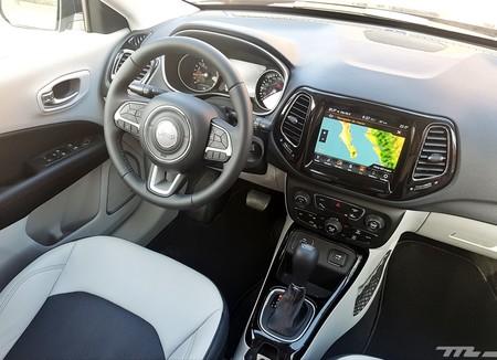 manejamos el jeep compass 2018 quiere ser el mejor y eso tiene un precio. Black Bedroom Furniture Sets. Home Design Ideas