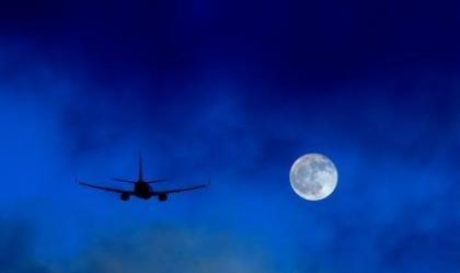 """Ryanair ofrece vuelos baratos a la luna: La inocentada del """"April's fools' day"""""""
