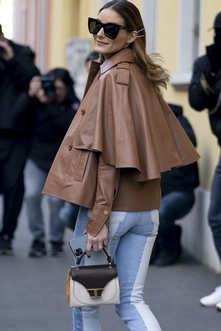 Olivia Palermo enamora con su chaqueta tipo capa, aportando inspiración a nuestros días de invierno