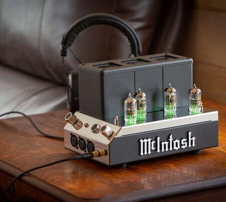 El McIntosh MHA200 es un potente y extravagante amplificador a válvulas para auriculares exigentes