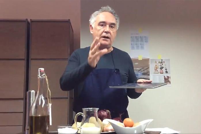 Ferran Adrià a vuelve a la cocina para compartir recetas fáciles en Twitter y animarnos a comer bien durante la cuarentena
