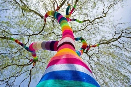 Yarn Bombing y Urban Knitting, el punto urbano está de moda