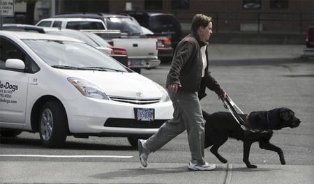 La agencia reguladora de Estados Unidos pone fecha a las alertas para peatones en vehículos híbridos y eléctricos