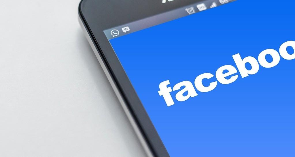 Facebook ya permite configurar la barra de accesos directos y las notificaciones que se muestran