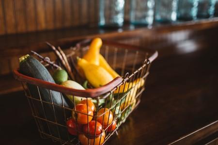 Siete alimentos que deberían estar en tu cesta de la compra (aunque muchas dietas los rechacen)