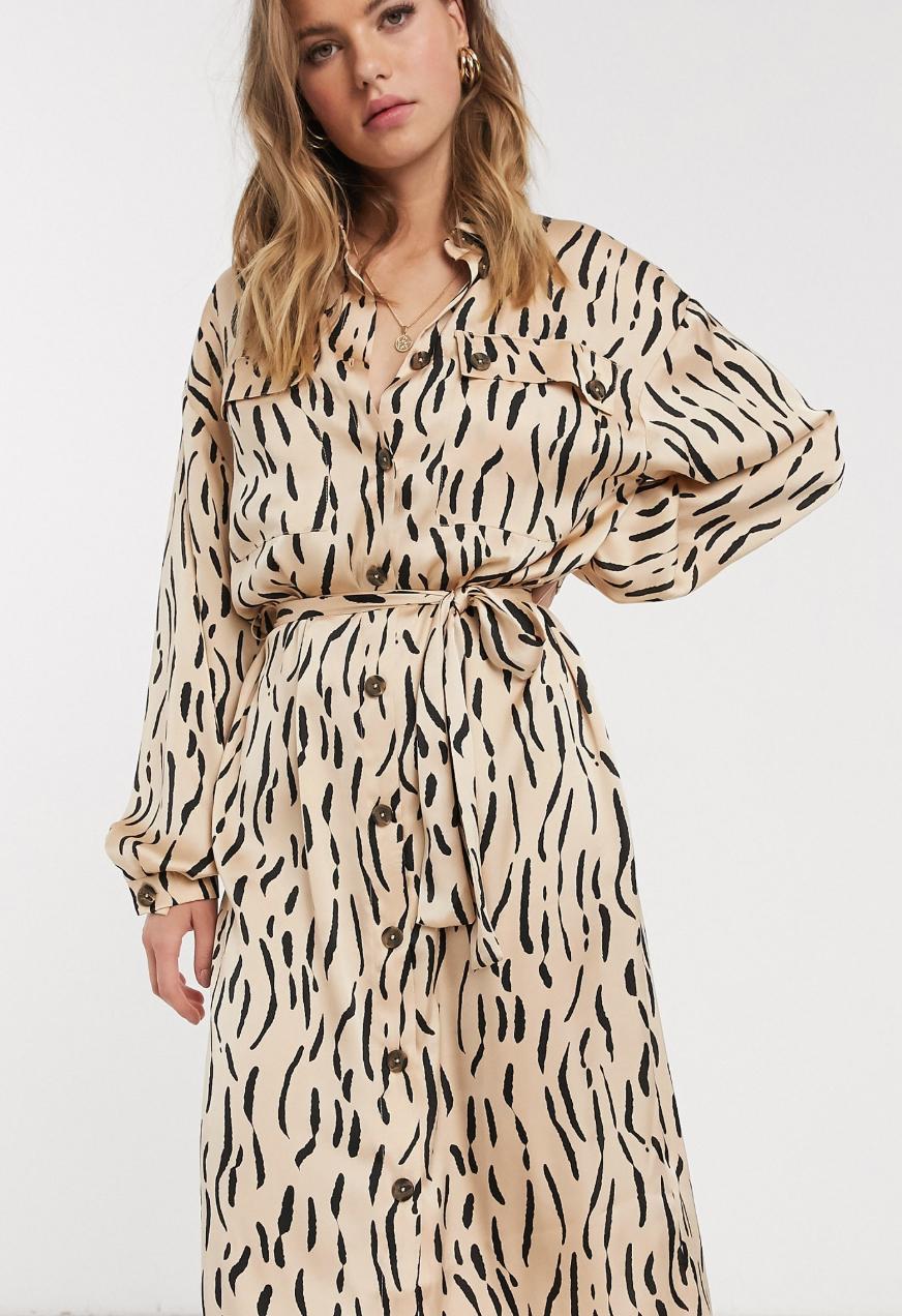 Vestido camisero midi de satén con estampado animal de ASOS DESIGN