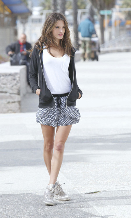 Alessandra Ambrosio look festival