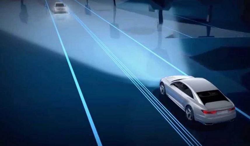 Los próximos faros láser de Audi sabrán qué y cuándo iluminar y hasta podrán dibujar en la carretera