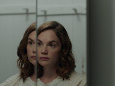 'Soy la bonita criatura que vive en esta casa', tráiler de la película de terror de Netflix