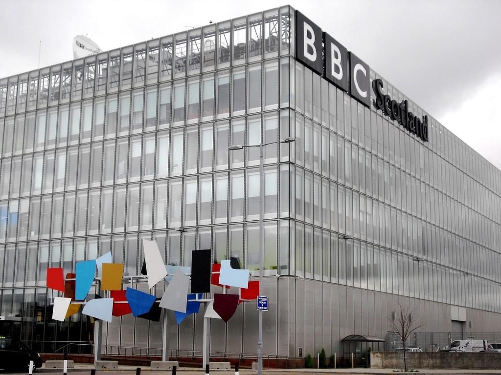 La BBC prepara nuevas normas para el uso de las redes sociales y prevé prohibir a sus periodistas opinar en Twitter