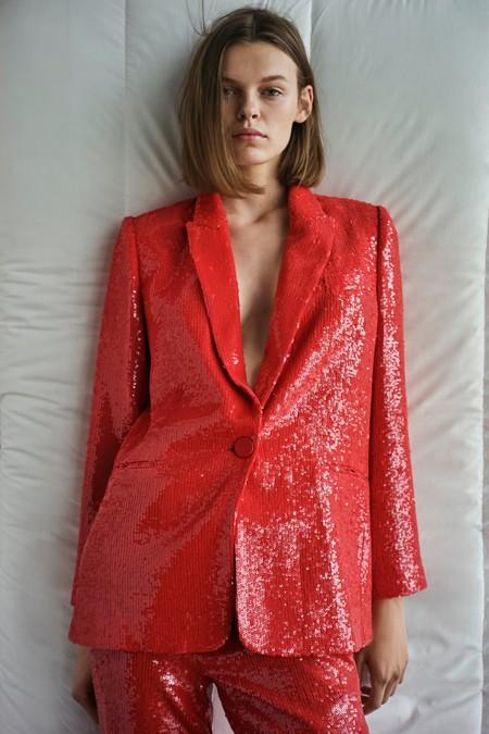 Juni Ausrotten Schande  Estas dos chaquetas de lentejuelas de Zara podrían transformar por completo  tus looks de fiesta